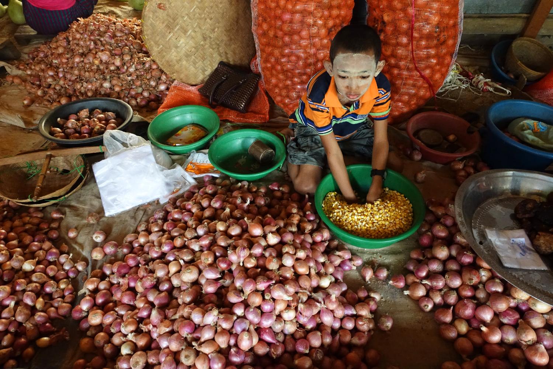 bagan boy market Myanmar