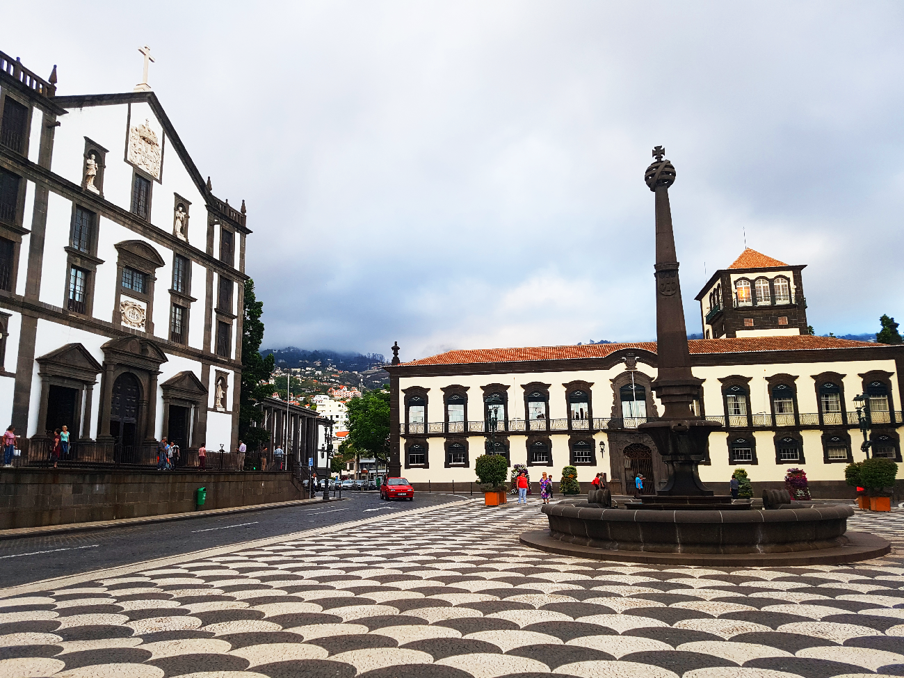 funchal-place-eglise madere