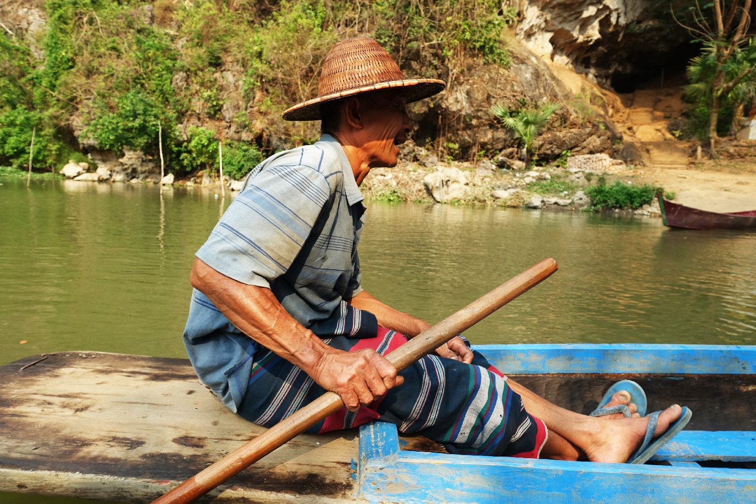 Hpa-An homme barque Myanmar