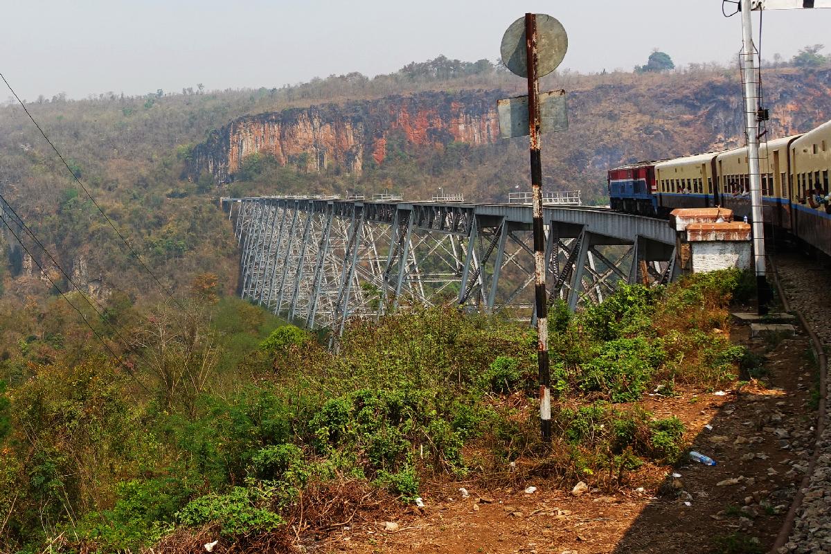 pyin-oo-lwin train pont Myanmar